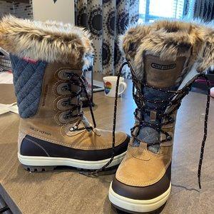 Helly Hansen Garibaldi women's boots NWT